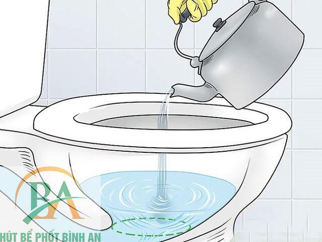 Sử dụng nước nóng để thông tắc cống nghẽn
