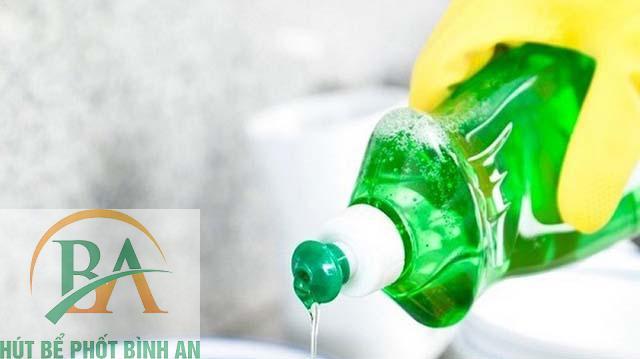 Sử dụng nước rửa bát để thông cống nghẹt