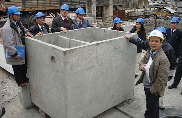 Bể phốt 2 ngăn được đúc bằng bê tông chắc chắn